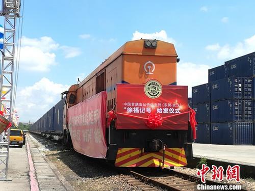 快运列车。(资料图) 中新社记者 郭军 摄