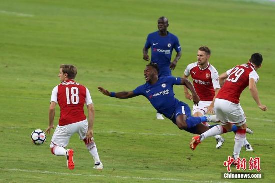 资料图:切尔西球员(蓝)在比赛中。<a target='_blank' href='http://bharatcinema.com/'>中新社</a>记者 韩海丹 摄
