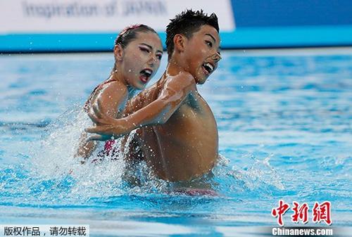 北京时间7月23日,2017年世界游泳锦标赛结束了花样游泳男女混合双人自由自选决赛,中国选手盛姝雯/石浩屿以77.2333分获得第八名。俄罗斯选手卡兰查/马尔特塞夫以92.6000分夺得冠军,意大利的米尼斯尼/佩鲁帕托获得亚
