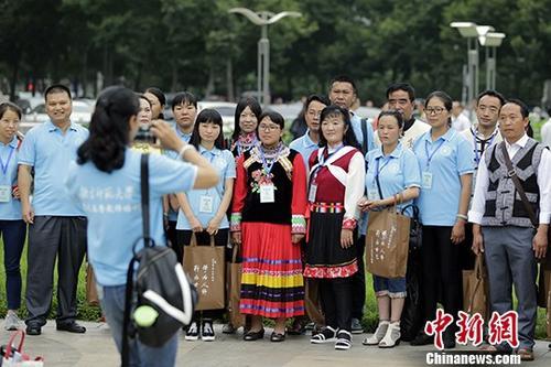 资料图:百名教师在北京参加蓝天春蕾教师培训。中新社记者 盛佳鹏 摄