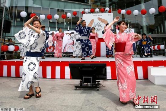 资料图为演员表演日本传统舞蹈。