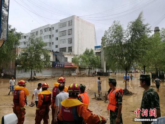 7月25日13时至26日8时,绥德县境内持续降雨,降水量最高达247.3毫米,加之上游子洲、米脂、横山等县区大面积持续降雨,导致绥德县城境内河道水位暴涨。绥德县委宣传部 供图