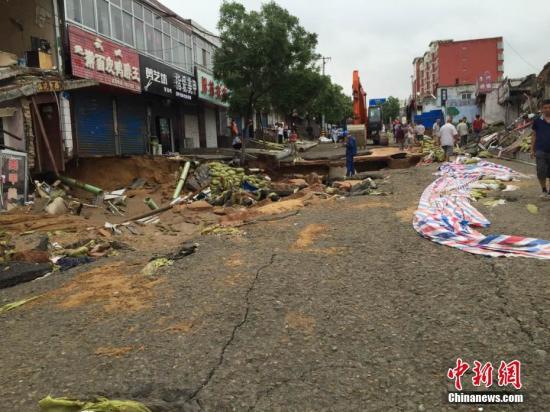 榆林市遭遇强降雨袭击。文/王永平 图/贾玉梅