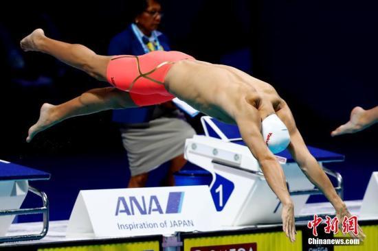 当地时间7月26日,2017国际泳联世锦赛男子800米自由泳决赛在布达佩斯举行,中国选手孙杨以7分48秒87位列第五,无缘奖牌。 中新社记者 富田 摄