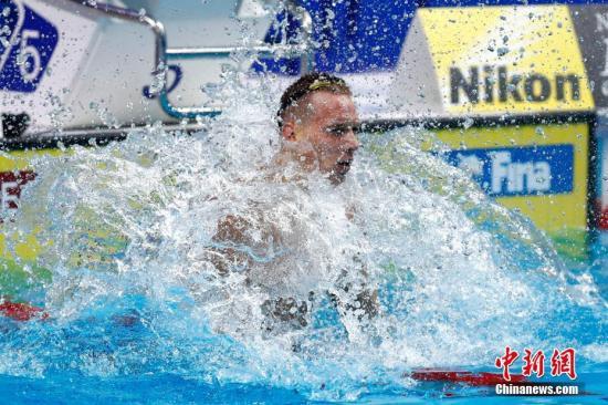 当地时间7月27日,2017国际泳联世锦赛男子100米自由泳决赛在布达佩斯举行,美国选手DRESSEL以47秒17夺得冠军。 <a target='_blank' href='http://www.chinanews.com/'>中新社</a>记者 富田 摄