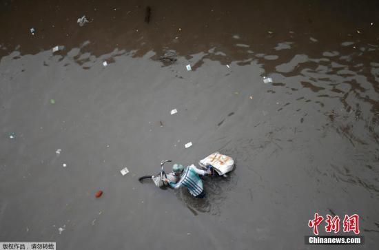 印度比哈尔邦洪灾已致253人丧生