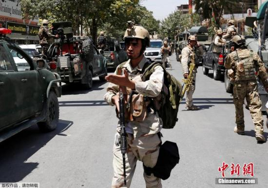当地时间2017年7月31日,阿富汗喀布尔,当地安全官员称,阿富汗喀布尔伊拉克使馆附近发生自杀炸弹袭击,伤亡暂时不明。