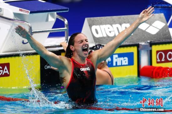 当地时间7月30日,2017国际泳联世锦赛女子400米混合泳决赛在布达佩斯举行,匈牙利选手霍斯祖以4分29秒33夺得冠军。 <a target='_blank' href='http://www.chinanews.com/'>中新社</a>记者 富田 摄
