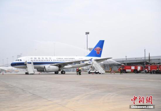 飞机。 记者 张瑶 摄