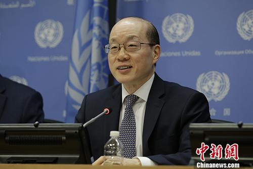 当地时间7月31日,7月安理会轮值主席、中国常驻联合国代表刘结一大使在纽约联合国总部召开新闻发布会,总结当月安理会工作。 中新社记者 廖攀 摄