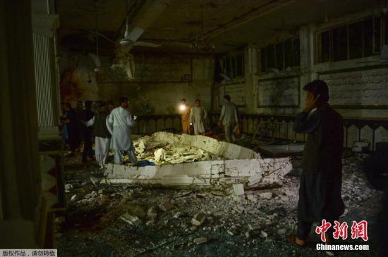 阿富汗西部赫拉特省官员8月1日证实,位于该省首府赫拉特市的一处清真寺当晚遭到极端武装分子袭击,造成至少29人死亡、64人受伤。