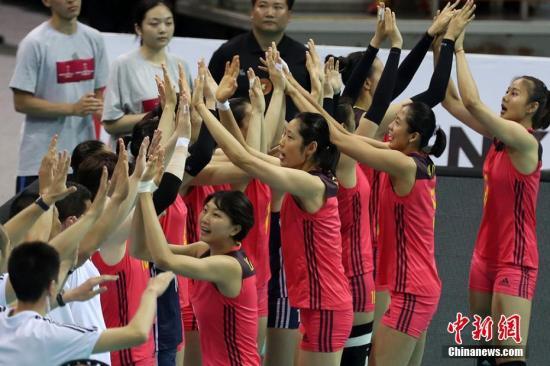8月2日晚,在2017国际排联世界女排大奖赛总决赛小组赛比赛中,中国队以3:0力克劲敌巴西队。图为中国女排精彩亮相。泱波 摄