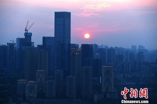 资料图:重庆高楼。<a target='_blank' href='http://www.chinanews.com/'>中新社</a>记者 陈超 摄