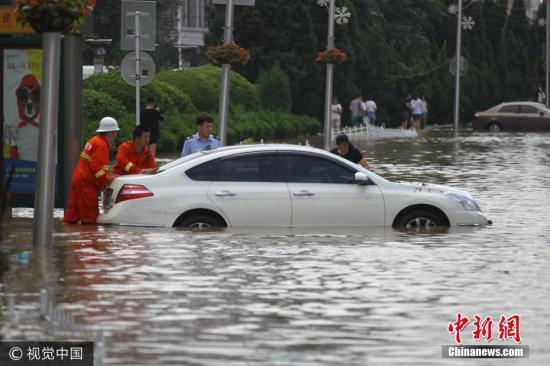 辽宁岫岩洪峰水位下降 电力部门抢修受损电网