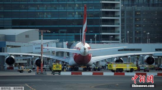 当地时间8月4日,澳大利亚悉尼,澳洲航空A380客机。飞往达拉斯的航班QF7因机械故障被迫折返紧急迫降。