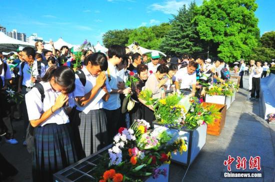 """""""和平纪念仪式""""在日本广岛市的和平纪念公园举行,纪念该市遭遇原子弹爆炸72周年。。 <a target='_blank' href='http://www.chinanews.com/'>中新社</a>记者 吕少威 摄"""