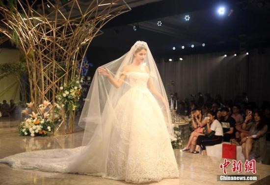资料图:婚礼秀。中新社记者 泱波 摄