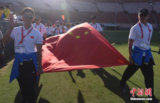 图为中国代表团入场受到热烈欢迎。 中新社记者 张朔 摄