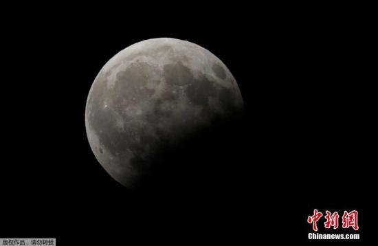资料图:月偏食景象。