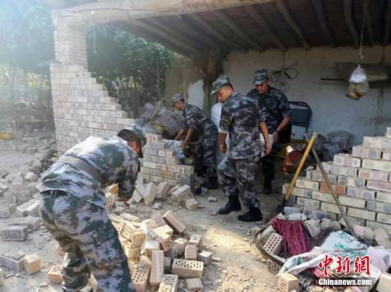 目前,新疆军区某陆航旅机组紧急赶赴灾区进行救援。陈庆 摄