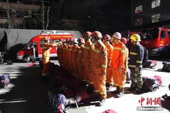 消防集结。杜学凯 摄