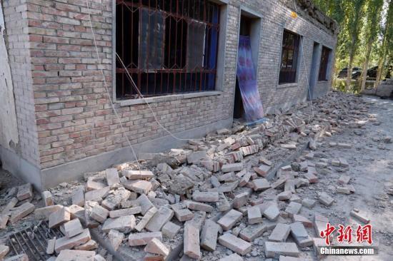 8月9日,新疆精河县,在地震中受损的房屋。当日清晨,新疆精河县发生6.6级地震。中新社发 陈庆 摄