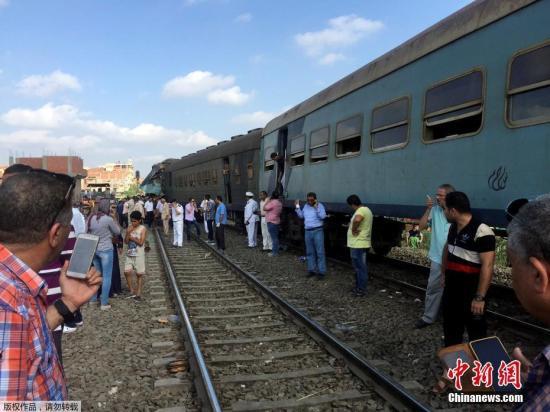 埃及火车相撞致逾150人死伤 疑因司机未看信号灯