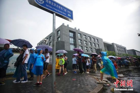 清华大学日晷被刻字校方:已修复请爱护校园