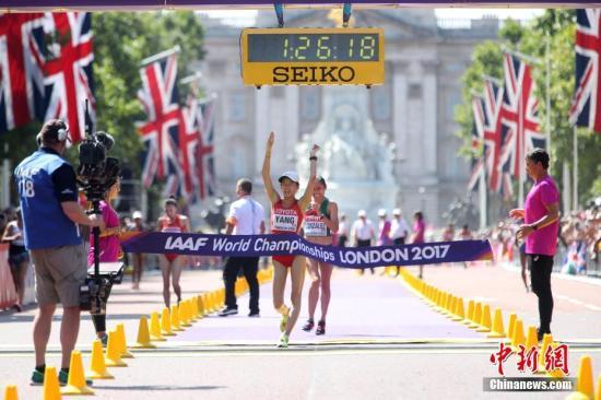 8月13日,杨家玉在比赛中冲刺。当日,在伦敦举行的2017年国际田联世界田径锦标赛女子20公里竞走比赛中,中国选手杨家玉以1小时26分18秒的个人最好成绩获得冠军。王娜以1小时29分26秒获得第八名,吕秀芝犯规被罚下。 中新社记者 韩海丹 摄