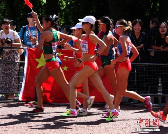 伦敦田径世锦赛,中国队夺取2金3银2铜,为1993年世锦赛外的历史最佳表现。(资料图:图为2017年8月13日,伦敦田径世锦赛最后比赛日,中国新秀杨家玉在女子20公里竞走比赛中夺冠,为中国队赢得本届世锦赛的第二枚金牌。图为在中国观众的助威声中,杨家玉(前中)为中国队摘金。<a target='_blank' href='http://imozar.com/'>中新社</a>记者 张平 摄)