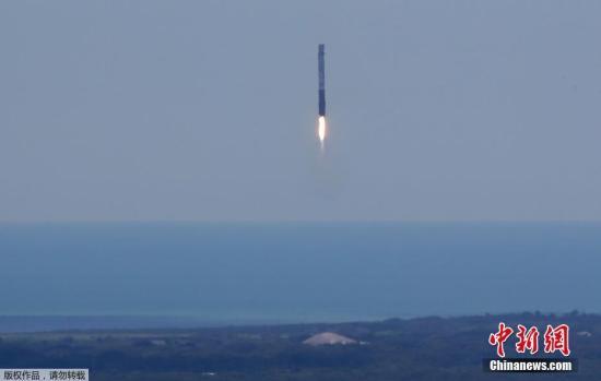 """当地时间8月14日中午12时31分,美国肯尼迪航天中心成功发射""""猎鹰9号""""火箭,并首次将超级计算机送入外太空。"""