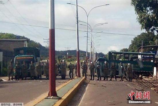 据外媒报道,委内瑞拉政府8月16日宣布,位于该国南部的亚马逊州一所监狱当天发生暴乱,造成至少37人死亡、多人受伤。据报道,该国检察官办公室称,目前正在对事件原因展开调查,还有14名官员在这次暴力事件中受伤,但没有说是否有死者。有消息称,这37名死者都是囚犯。在事发当时,监狱里共关押了105名犯人。