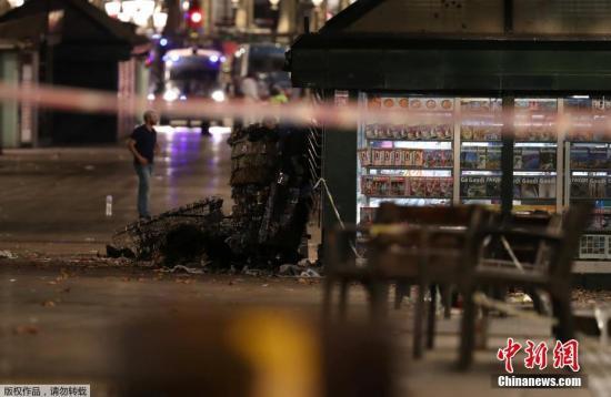 西班牙巴塞罗那市所在的加泰罗尼亚自治区政府8月17日晚确认,巴塞罗那市当天发生货车撞人的恐怖袭击事件,现已造成13人丧生、100多人受伤。