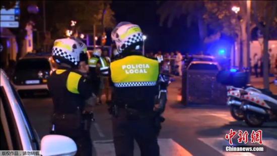当地时间2017年8月18日,西班牙坎布里尔斯市,巴塞罗那南部城市布里尔斯市发生汽车冲撞行人事件。