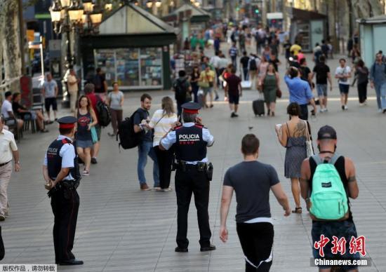 资料图片:西班牙巴塞罗那兰布拉大街。