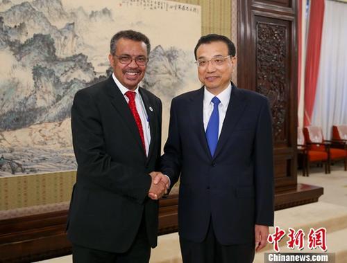 8月18日下午,中国国务院总理李克强在北京中南海紫光阁会见世界卫生组织新任总干事谭德塞。中新社记者 刘震 摄