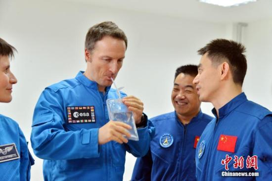 资料图:欧洲航天员接受训练。 中新社发 朱九通 摄