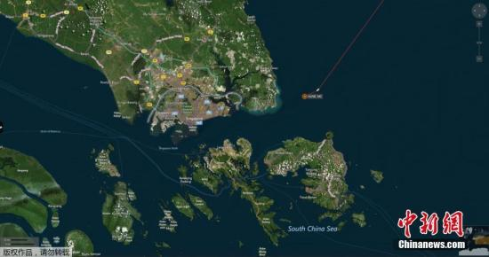 地图显示,与美国驱逐舰相撞后,商船在马六甲海域停下来。