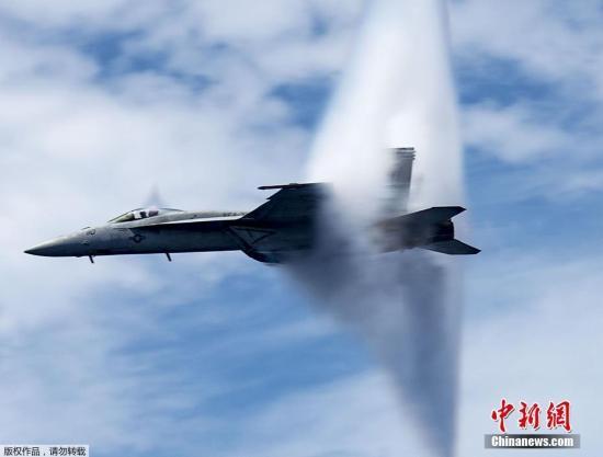 美军战斗机在加州坠毁