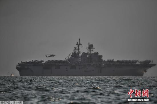 """此前在6月,美国驱逐舰""""菲茨杰拉德""""号在日本水域与菲律宾货轮碰撞。有专家指出,军舰与大型船只碰撞非常罕见,美国第七舰队短时间内两度出事,令人质疑美国海军提供的训练是否足够,同时可能影响美军在区内的部署。"""