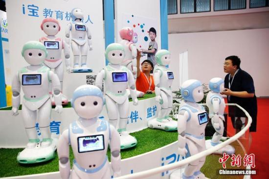 8月23日,2017世界机器人大会在北京亦创国际会展中心开幕。集学术研究性、竞技性和娱乐性于一体的2017世界机器人大会将持续至8月27日。 中新社记者 刘关关 摄
