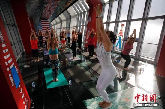 资料图:瑜伽。 <a target='_blank' href='http://www.chinanews.com/'>中新社</a>记者 汤彦俊 摄
