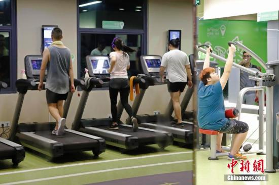 资料图:在健身房跑步的年轻人。<a target='_blank' href='http://www.ricasputas.com/'>中新社</a>记者 殷立勤 摄