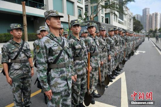 图为驻军官兵。 <a target='_blank' href='http://www.chinanews.com/'>中新社</a>记者 龙土有 摄