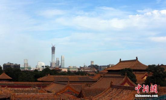 8月25日,从北京故宫眺望CBD景观。当日,北京依旧晴好天气,秋高气爽,能见度高。 记者 杨可佳 摄