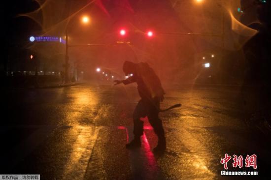 """当地时间2017年8月26日,热带风暴""""哈维""""升级为飓风,登陆美国德克萨斯州。"""