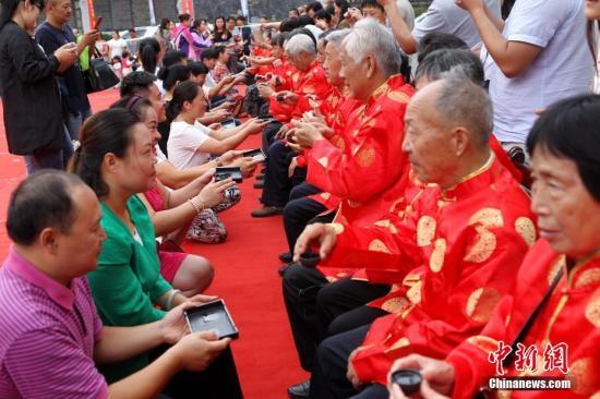 """重庆拟将""""老年人免费""""下限降至65周岁"""