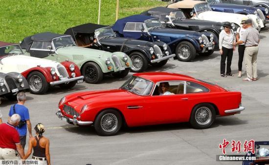 资料图:英国汽车集会,各式老爷车亮相。图为现场的一辆阿斯顿马丁DB5。