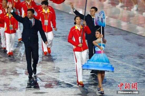 8月27日,中华人民共和国第十三届运动会在天津开幕。图为河南代表团入场,旗手为排球运动员朱婷。 <a target='_blank' href='http://www.chinanews.com/'>中新社</a>记者 富田 摄