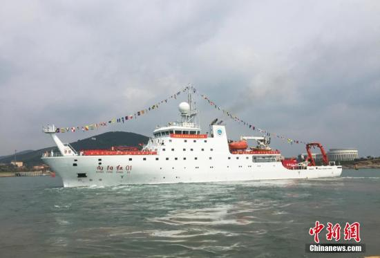 """资料图:中国科考船""""向阳红01""""号。/p中新社记者 阮煜琳 摄"""